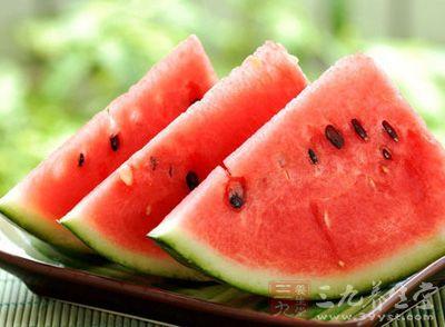 夏季,西瓜的清甜口感多了人们的舌头的青睐