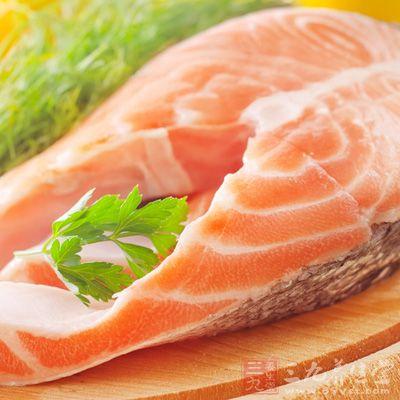 原料:鱼肉250克、青椒、红椒各20克