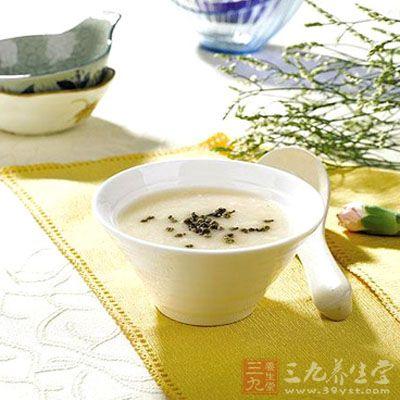 银花豆豉粥:金银花9克,淡豆豉9克,水煎去渣,加入粳米60克