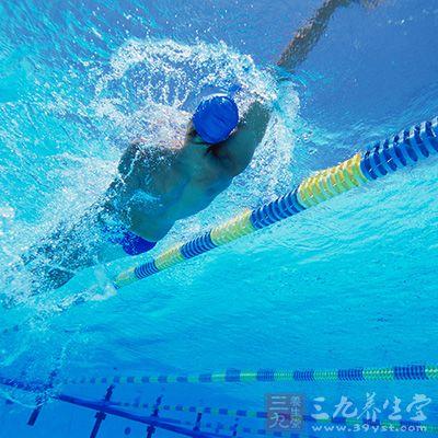 学游泳的技巧_学游泳的技巧 初学者如何学会游泳(10)