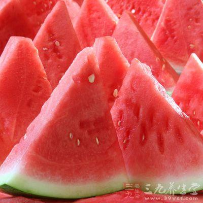 吃西瓜有什么好处 西瓜的功效有哪些图片