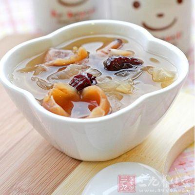 桂圆红枣莲子雪耳汤