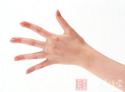 位于食指指根象征木星丘的部位隆起