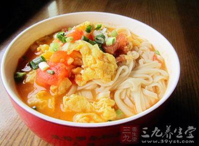 西红柿鸡蛋面也叫番茄鸡蛋面,是一种非常常见的面条做法