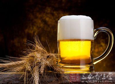 啤酒以大麦芽、酒花、水为主要原料
