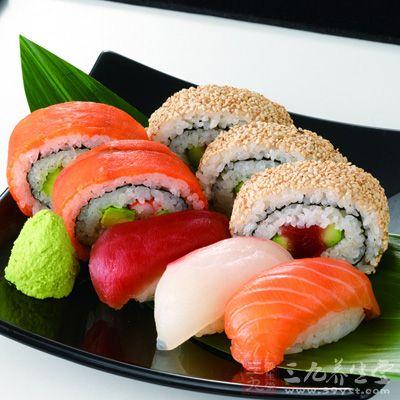 怎么做寿司详细步骤 正宗日本寿司教大家