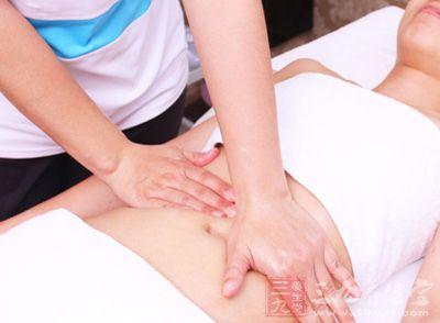 在4分钟内,用拇指尖分别按压中极、关元、大横、腹结穴60-80次,以酸胀为宜