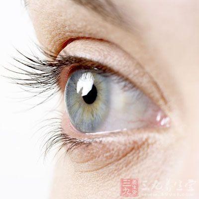 眼球后段巩膜过度延伸,后极部可发生局限性扩张