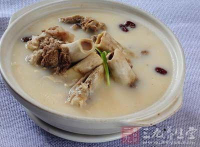 骨头汤的熬制方法 家中必备的健康饮食