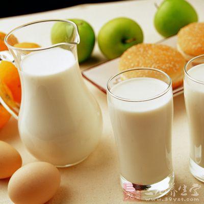饮食上应采用高钙、低磷饮食,限制牛奶等乳制品、蛋黄、菜花等高磷食品的摄入