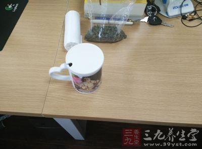 秋季喝青茶,可以润肤、除燥、生津、润肺、清热、凉血