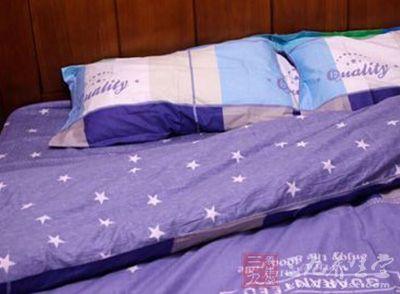 对生活满意度高的中年人入睡潜伏期(SOL)更短