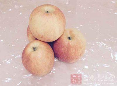 苹果连皮洗净,去芯后切块备用