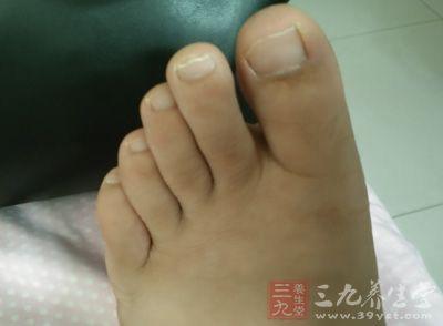 足部保暖是养肾的一种方法。这是因为肾经起于足底