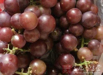 新鲜葡萄中含有丰富的酒石酸