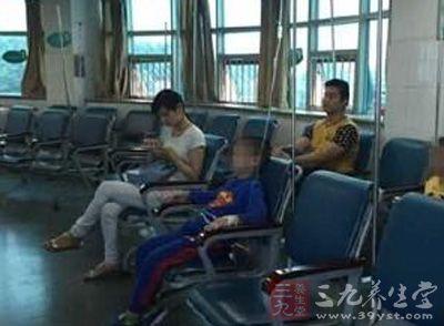 武汉幼儿园25名孩子呕吐送医 疑似食物中毒