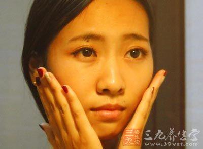 """【寻医问药】洗脸水里加一""""料""""  洗出透白好肌肤"""