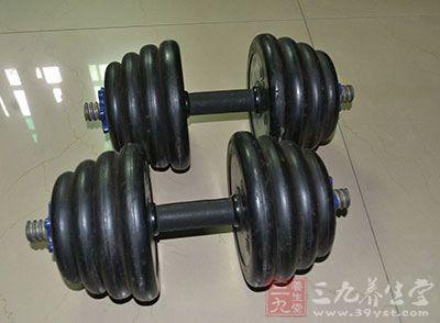 哑铃锻炼方法 哑铃健身3大常见误区