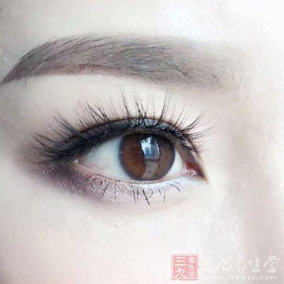 病毒性角膜炎是眼科的常见病