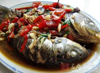 含磷和卵磷脂的食物。如鱼、蛋类等