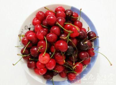 樱桃的营养价值及功效 樱桃吃多小心中毒