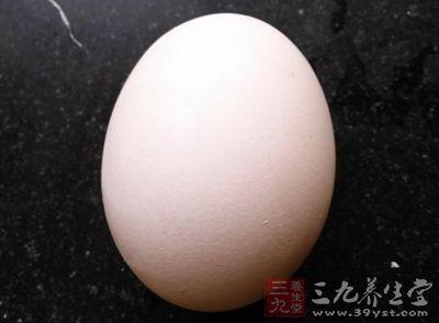 先准备好一个鸡蛋