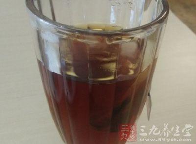红茶的发酵属于第一种,通过自身茶叶细胞中的多酚氧化酶