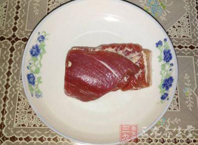 准备适量的瘦猪肉