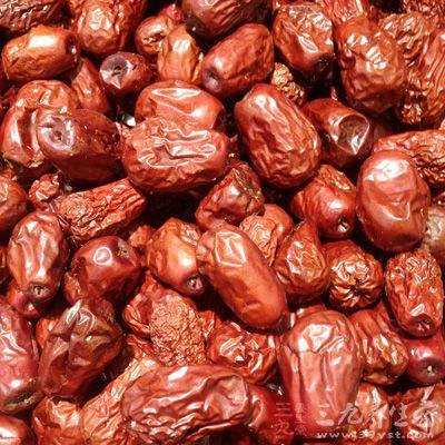 乌鸡1只,西洋参1只,灵芝2片,当归5片,黄芪5片,红枣8粒,枸杞20粒,甜玉米1支