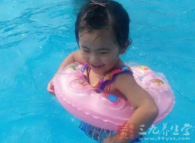 婴儿第一次游泳7分钟就可以