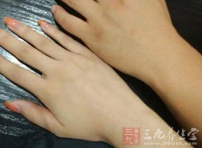 如何保养双手让你的手又白又嫩