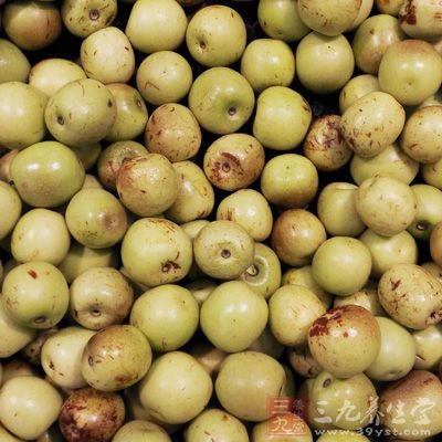 养生网温热类水果有:枣、栗、桃、杏、龙眼、荔枝、樱桃、石榴、菠萝等