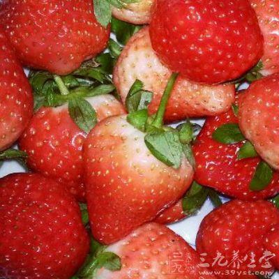 草莓富含氨基酸、果糖、蔗糖、葡萄糖、柠檬酸、苹果酸、果胶、胡萝卜素