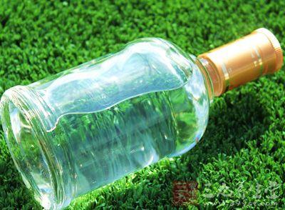浸入少量70%酒精(食用)或白酒中30-60分钟