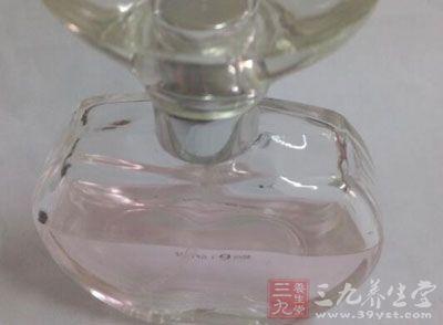 男人与香水
