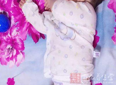 把宝宝的衣服换成纯棉的