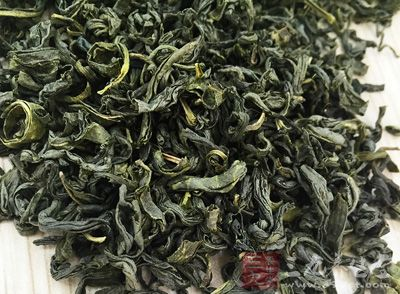 取新采摘茶叶(地面最老的叶子),1次50克水煎外用