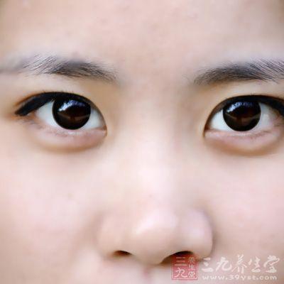 整形美容专家指出,从实际经络经穴的解剖来看,眼袋产生的位置又恰
