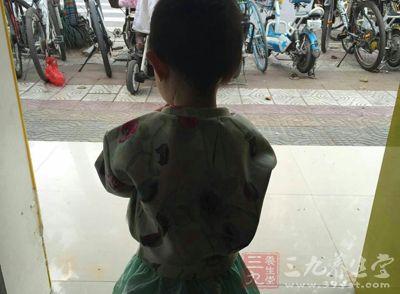小孩子非常容易在肚脐的这个部位得疝气