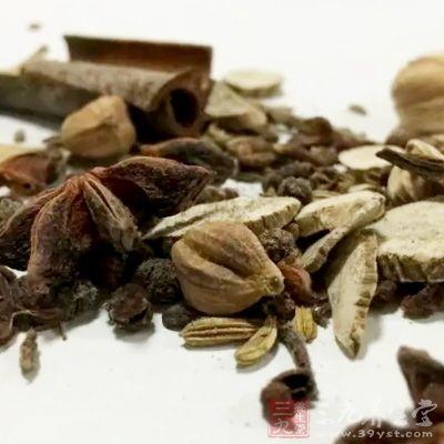 治疝气偏坠:大茴香末一两,小茴香末一两