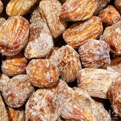 燕窝25克、蜜枣15克、红糖适量