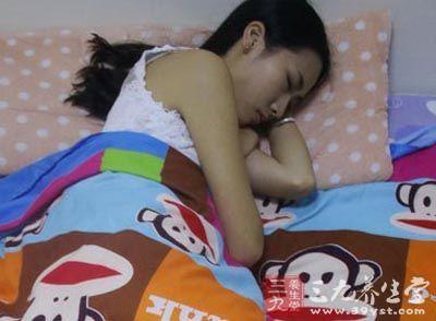 女人这样入睡竟会一夜老十岁