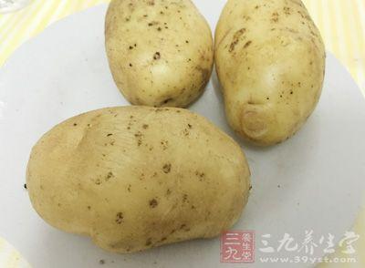 土鸡半只,蘑菇8朵,土豆1个,番茄1个,卷心菜4大片,姜片适量,盐适量
