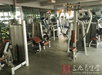 现在很多人都流行去健身房,这也是一个不错的选择