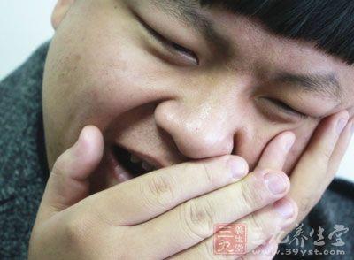 严重时可伴有高热、面部肿胀,颌下淋巴结肿大.   四、急性智齿(尽