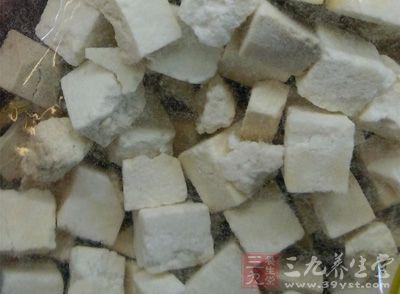 白茯苓具有祛斑、祛痘的美白滋润肌肤等美容功效