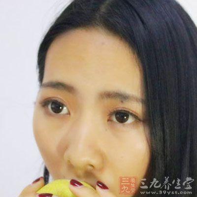 用生梨一个洗净连皮切块