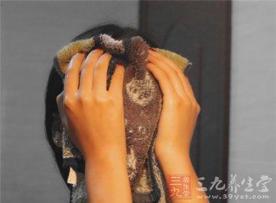 【爱美丽】洗脸后做这动作让你年轻10岁
