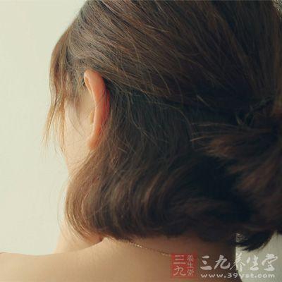 所谓梳就是梳头发,梳头发是日常必不可少的清洁之一