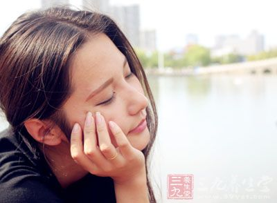 【爱美丽】女人每天这样保养会苍老十岁